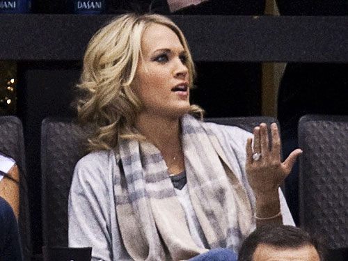 carrie underwood engagement ring at hockey game