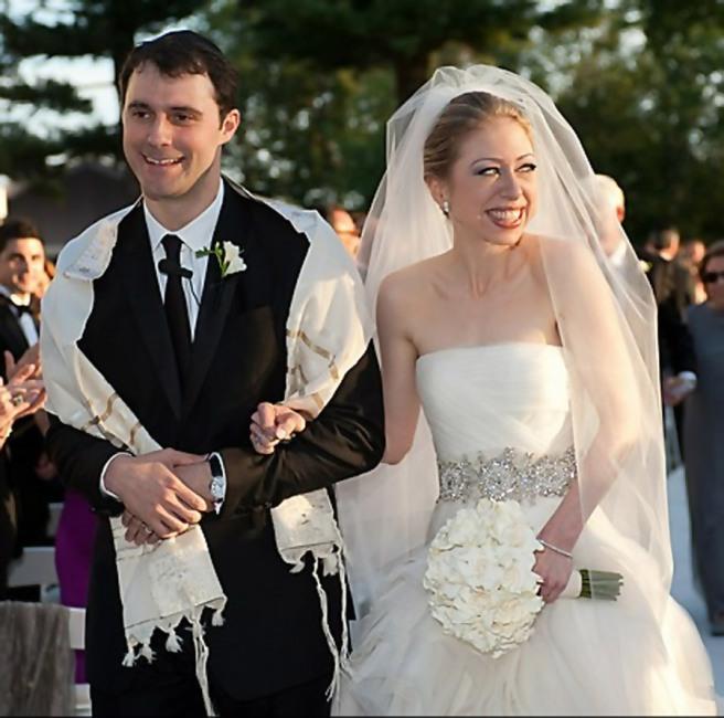Chelsea Clinton wedding dress - walking down the aisle with Marc Mezvinsky
