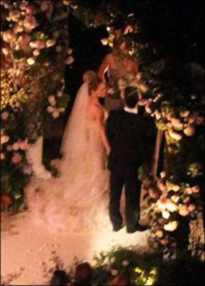 Hilary Duff Comrie Vera Wang wedding dress photo