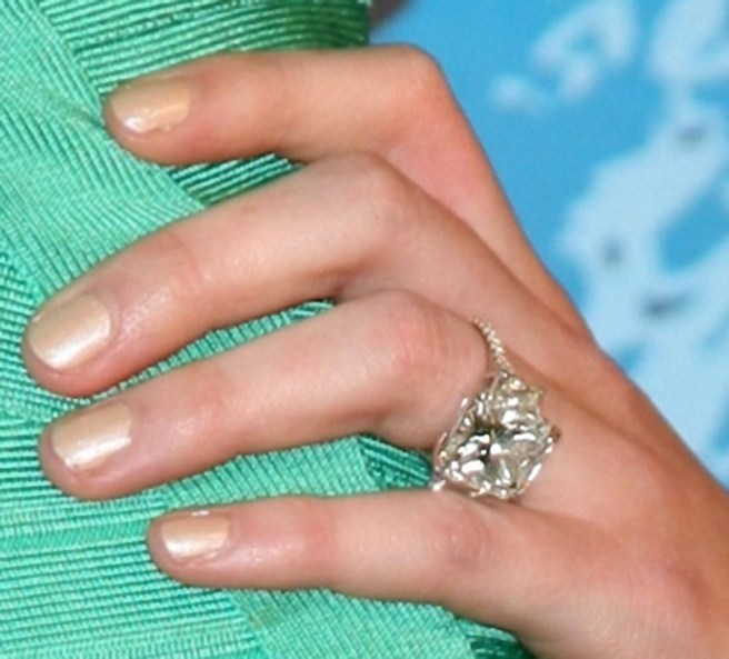 Hilary Duff engagement ring photo
